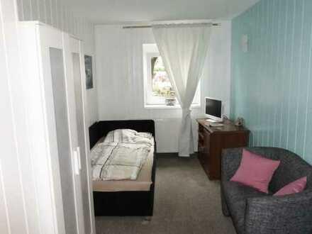 Bild_Voll möbliertes Apartment mit eigenem Badezimmer und Miniküche in direkter Seenähe