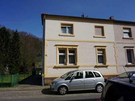 Vermietetes Zweifamilienhaus in gefragter Lage von St. Ingbert - sichern Sie Ihr Geld!