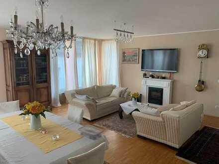 Exklusive 4-Zimmer-Wohnung mit Balkon und EBK in Düsseldorf