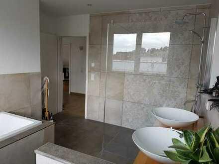 """""""Haus im Haus"""" - Neuwertige 5-Zimmer-Maisonette-Wohnung mit exklusiver Einbauküche"""