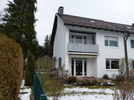 BEFRISTET: Gepflegte 3-Zi.-Whg. mit Balkon, Einbauküche und Gartenanteil in DHH in Mü-Pasing