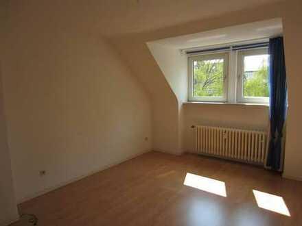 Altenbochum: helle 2,5 Raum Dachgeschosswohnung in ruhiger Lage