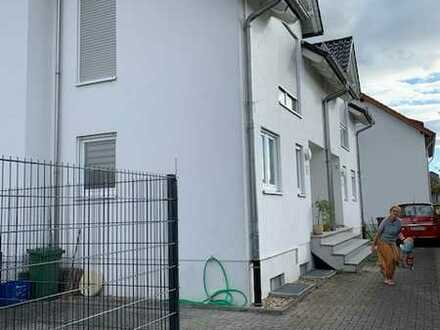 Gepflegte Doppelhaushälfte mit fünf Zimmern und Einbauküche in Rauenberg, Rauenberg