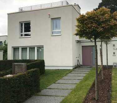 Haus im Bauhausstil mit fünf Zimmern in Dortmund Lücklemberg