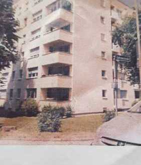 Stilvolle, vollständig renovierte 2-Zimmer-Hochparterre-Wohnung mit Balkon in Gauting