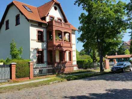 Stilvolle 3-Zimmerwohnung in Gründerzeitvilla mit Balkon und Gartennutzung