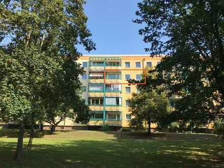 Bezugsfreie 4-Zimmerwohnung *mit Süd-Balkon und Blick ins Grüne*