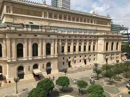 Wunderschöne 3 ZW Whg in einem Kulturdenkmal direkt am Opernplatz mit gigantischem Blick und Balkon