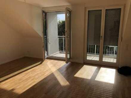 Erstbezug: helle 3-Zimmer-Dachgeschosswohnung mit EBK und Balkon in Forchheim