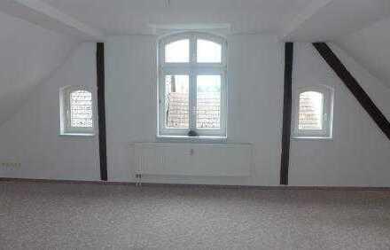 Geräumige 2-Zimmer-Dachgeschosswohnung am Markt in Loitz