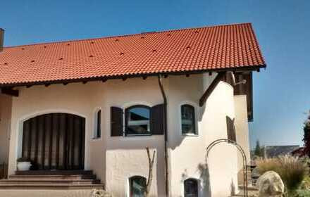 Großes Repräsentatives Haus, mit Ausbaureserve, in Ruhiger Lage.