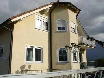 Wie im eigenen Haus: Repräsentative 3-Zi.-Whg auf 120 m² * mit Balkon + Terrasse + eigenem Garten