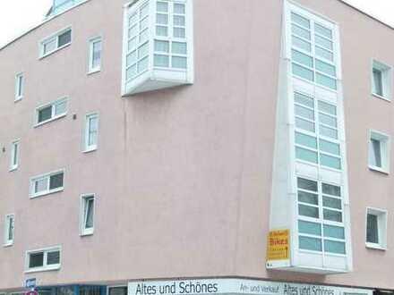 Schicke 2 Zimmer Wohnung mit Balkon, Wannenbad und EBK.