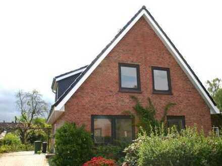 Schicke, gemütliche Obergeschoßwohnung mit viel Licht in renoviertem Zweifamilienhaus