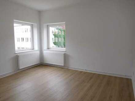 Für Sie frisch saniert, 3-Zimmer mit Wannenbad und Balkon...