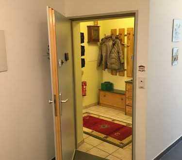 Gepflegte 4-Zimmer-Erdgeschosswohnung mit Balkon und EBK in Bochum
