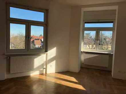 Erstbezug nach Sanierung: freundliche 4-Zimmer-Wohnung mit Balkon in Karlsruhe