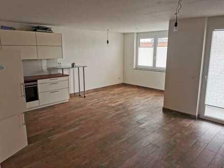 Stilvolle, geräumige und neuwertige 2-Zimmer-Wohnung mit Balkon und EBK in Landsberg am Lech