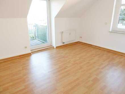 Dachgeschoss-Whg. mit Balkon und Laminat / Bad mit Wanne