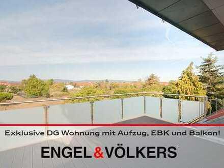 Neubauerstbezug: Exklusive DG Wohnung mit Aufzug, EBK und Balkon!