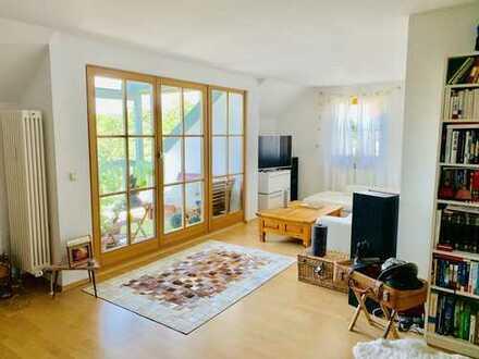 Attraktive 2-Zimmer-DG-Wohnung mit Balkon und Einbauküche in Windach