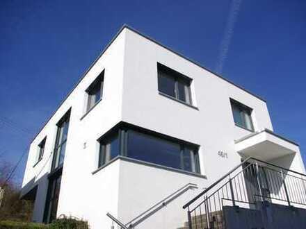 ***Modernes Einfamilienhaus in Halbhöhenlage***