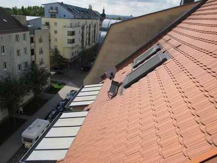 Gemütliche Dachgeschosswohnung in ruhiger Seitenstraße mit Blick ins Grüne