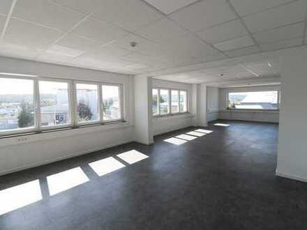Idyllischer Weitblick- modernes Büro zur Miete im 1. Obergeschoss