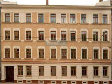 3,2,1....! Schicke 2 Zimmer + Balkon + Parkett + Bad mit Wanne und Fußbodenhzg. + WG-geeignet