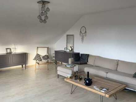 Für Kurzentschlossener: 3 Zimmer Dachgeschosswohnung am Bohlenweg mit Blick zum Schloss