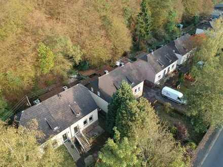 **Doppelhaushälfte mit Garten, Carport und Terrasse in zentraler Lage**