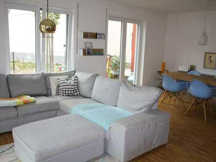 Moderne geräumige 3 Zimmer Wohnung im EG, in Süd-West Ausrichtung