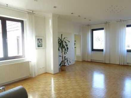 Schönes, großzügiges EFH mit mod. Bad, EBK, Schlafzimmer im EG, Garage & Garten in Holthausen