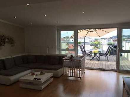 Traumhafte 3-Zimmer-DG-Wohnung mit Balkon und Einbauküche in Deggendorf