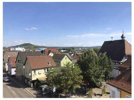 Helle 4 Zimmer Dachgeschosswohnung - WG geeignet - nach Kernsanierung - teilmöbliert -