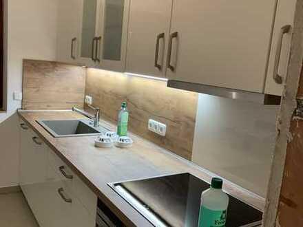 Stilvolle, modernisierte 2-Zimmer-EG-Wohnung mit Balkon und EBK in Stein
