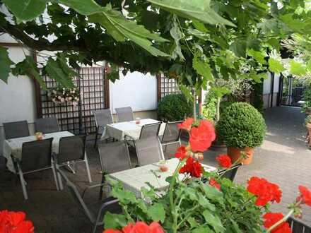 Schönes Wohn- und Geschäftshaus mit idyllischem Biergarten in Neuhofen