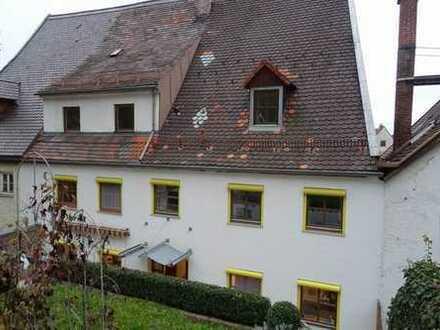 * Provisionsfrei * Altstadthausteil-wohnung über 3 Ebenen mit eigenem Garten