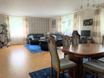 4 plus 1 ... Modernisierte 4 Zimmer- Wohnung  mit Dachkammer und Privatgarten ...