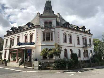 Hotel mit Cafe'-Restaurant-Terrasse und Parkplätzen in Chemnitz!