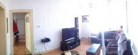 Schönes, helles 18 qm Zimmer mit hohen Decken