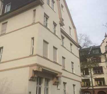 Lichtdurchflutetes Schönes Zimmer in schick renovierter Wohnung, 3 er WG