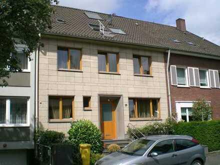 Repräsentatives Stadthaus in bevorzugter Lage von Düsseldorf-Oberkassel (Rheinnähe)