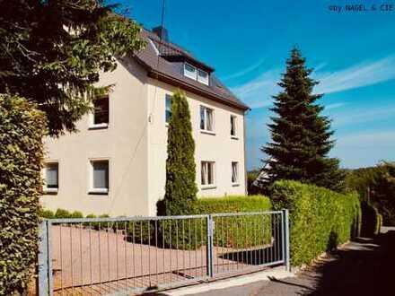 sofort verfügbar ♥ Solides Zweifamilienhaus mit pflegeleichtem Grundstück + Stellplätzen ♥