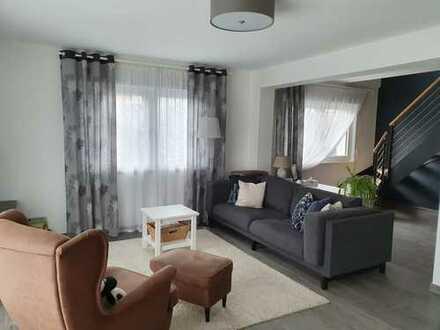 Wunderschöne Neuwertige 5-Zimmer-Maisonette-Wohnung mit Balkon und EBK in Durmersheim