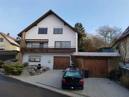 Gepflegte 3,5-Zimmer-DG-Wohnung mit Terrasse und Einbauküche in Herrenberg-Kayh