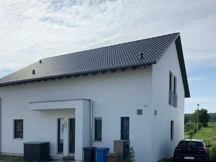 Helle Neubau-Wohnung mit drei Zimmern in Florstadt-Stammheim