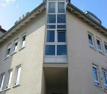 Gepflegte Wohnung mit drei Zimmern sowie Balkon und EBK in Darmstadt