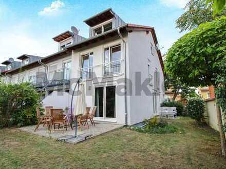 Gehobenes Wohnen auf 3 Etagen: Schickes REH mit Garten, 2 Terrassen und gemütlichem Wohncharakter