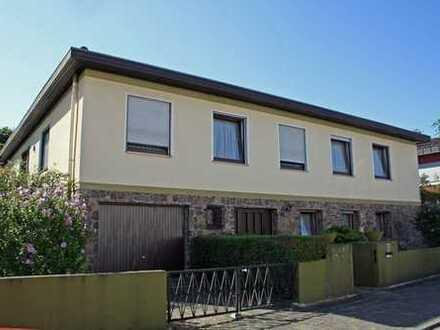 KL-Pfaffenberg:Freisteh. EFH mit 1.085 m² Eigentumsgrundstück u. Indoor-Schwimmbad m. Gartenzugang